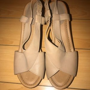 Woman's size 9 Kenneth Cole Reaction wedge shoes